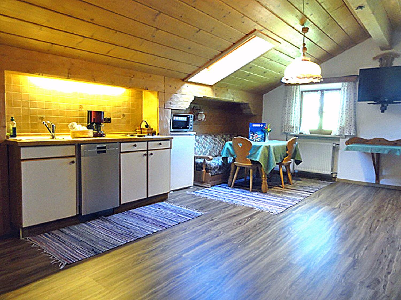 1 Zi Fewo grüne Raumgestaltung Dachgeschoss.jpg