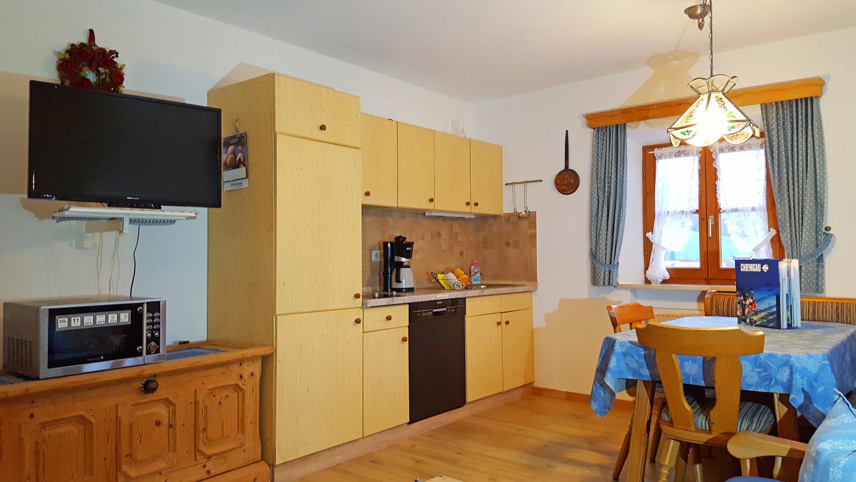 2 Zi Fewo Küche Erdgeschoss blaue raumgest..jpg
