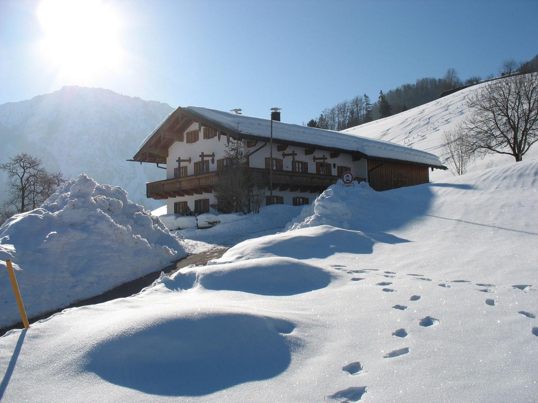 Haus winter mit rauschberg.JPG